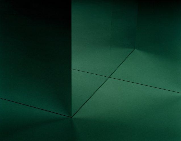 "Shirana Shahbazi, ""Raum-Grün-01"", 2017, C-print on aluminium, Courtesy the artist and Galerie Peter Milchmann, Zurich"
