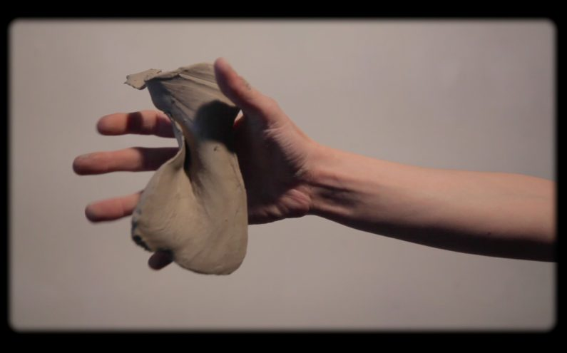 Anna Lena Grau, Hand Catching Clay (Videostill), 2015, Video, 4:42 min